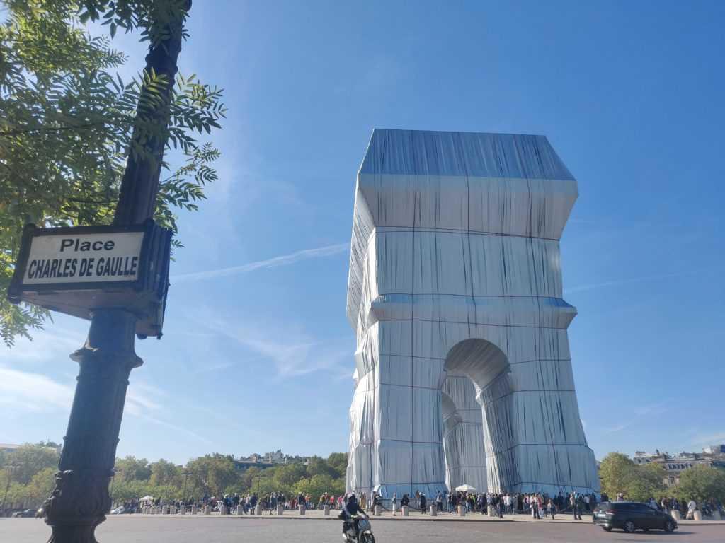 Verhüllte Triumphbogen arc de triomphe Paris by christo und Jeanne-Claude 2021 Frankreich Verhüllungskunst Kunst Urbane Kultur